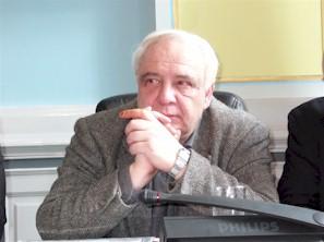 """Disidentul rus Vladimir Bukovsky care a parasit lagarul sovietic in 1976 cand a fost """"schimbat"""" cu liderul partidului comunist chilian, in operatiunea numita de presa vremii """"schimbul secolului"""" In urma luarilor sale de pozitie impotriva comunismului si impotriva mostenirii lasate de epoca totalitarismului, lui Bukovsky i s-a interzis sa mai viziteze Rusia dupa 1995."""