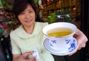 Consumul de ceai verde poate explica rata redusa de boli de inima si cancer la plamani in randul asiaticilor.