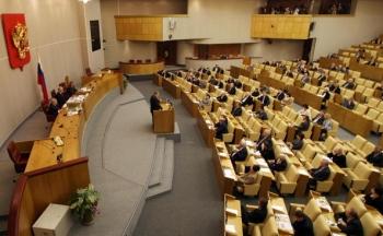 Guvernul rus a transmis Parlamentului un proiect de lege care extinde definitia actelor de tradare si care risca sa se adauge arsenalului represiv aflat la dispozitia puterii, au declarat, luni, membri ai Dumei de Stat.