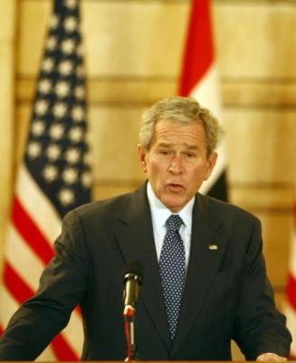 Presedintele SUA George W. Bush vorbeste in timpul unei conferinte de presa cu primul ministru irakian Nuri al-Maliki, in Bagdad, 14 decembrie, 2008.