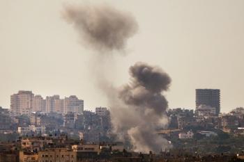 Israel - 27 decembrie, 2008 - Israelul a lansat un val masiv de atacuri aeriene asupra cladirilor serviciilor de securitate ale Hamas din Fasia Gaza, in urma carora au murit cel putin 155 de palestinieni si ranind mai multe sute de persoane dupa ce Israelul a avertizat Hamas de a opri atacurile cu rachete asupra civililor israelieni.