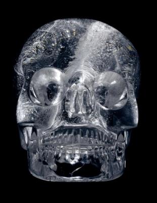 Craniu de cristal care este expus in galeria de la British Museum, 7 ianuarie 2005, Londra.