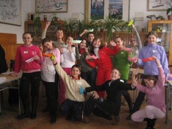 Micii leaderi si antreprenori din programul educational Liderii Mileniului Trei (LMT) sugerează că Programele de Formare de Leadership sunt 'Bărcuţele de salvare' pentru Învăţământul românesc.