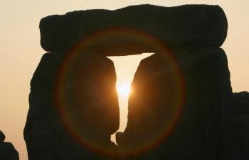 Rasarit de soare la echinoctiul de primavara surprins la Stonehenge.