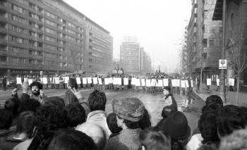 Imagini din timpul Revolutiei romane din 1989. Bucuresti, Bd. Magheru, 22 decembrie 1989.
