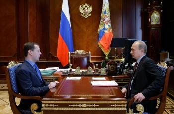 Presedintele rus Dmitri Medvedev si prim-ministrul Vladimir Putin.
