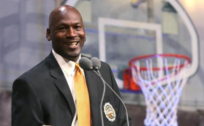 Michael Jordan - conducatorul echipei Chicago Bulls in anii 90 in sase campionate si detinatorul a 72 de meciuri castigate in sezonul 1995 - 1996.