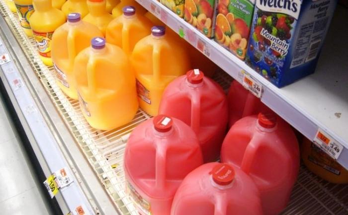 Sucurile din fructe nu contin numai fructoza, derivata in mod natural din fructe, ci de multe ori si sirop de porumb, care la randul sau contine fructoza in concentratie mare, si care este considerat un risc pentru sanatate