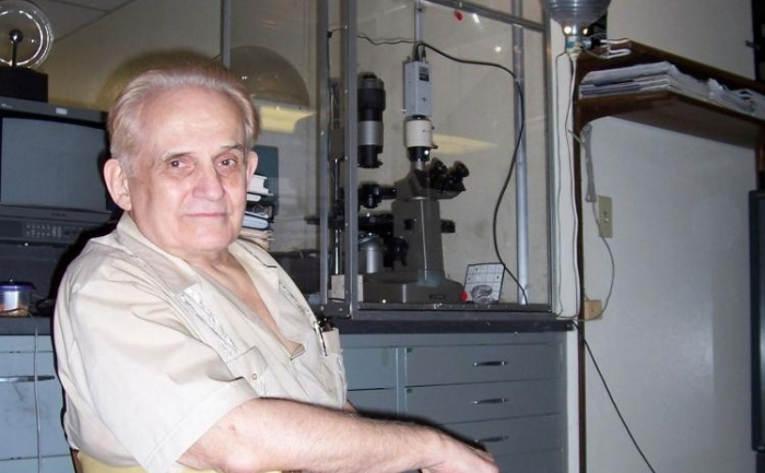 """Cleve Backster in laboratorul sau din San Diego, unde investigheaza fenomenul de """"preceptie primara"""""""