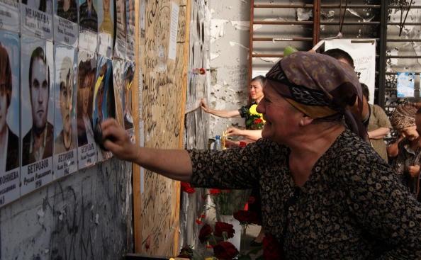 Femei din Osetia de Nord, comemorand masacrul din Beslan, din 2004. 1 septembrie 2010