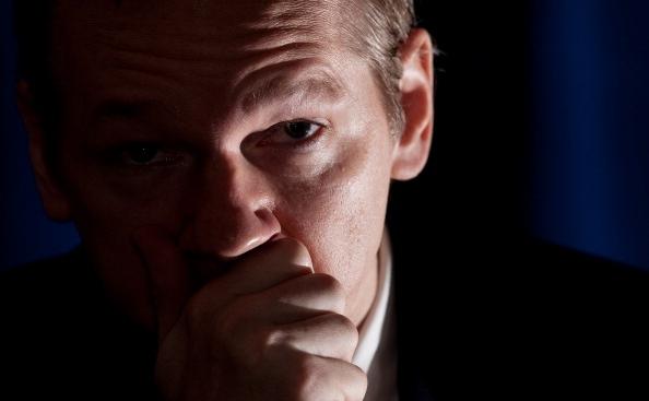 Fondatorul web-siteului Wikileaks, Julian Assange, la o conferinta de presa cu media, 23 octombrie 2010