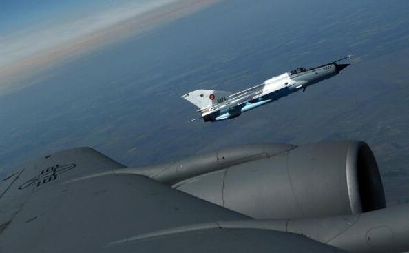 O aeronava militara MiG-21 Lancer cu dubla comanda, a armatei romane.