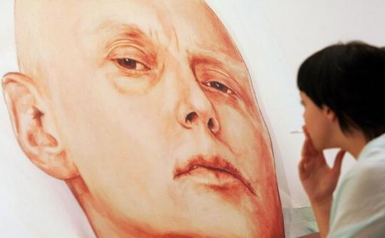 Afiş cu fostul spion rus Alexander Litvinenko, asasinat în Londra de presupuşi ofiţeri KGB.