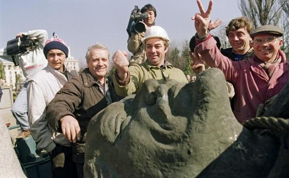 Coborarea in infern a lui VI Lenin in Bucuresti, Romania, 5 martie 1990