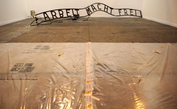 Sloganul sinistru care era aşezat deasupra porţii principale a lagărului de la Auschwitz-Birkenau.
