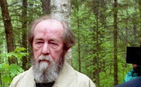 Aleksandr Soljenitin, romancier rus emerit si un puternic luptator anticomunist.