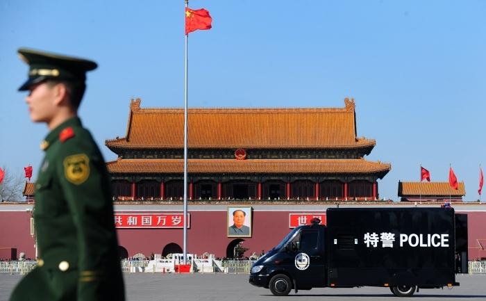 Dube de politie si patrule ale armatei in Piata Tiananmen din Beijing, inchisa pentru public din cauza Conferintei Consultative a Partidului Comunist Chinez