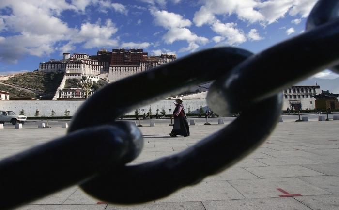 Piata Palatului Potala din Lhasa, Tibet.