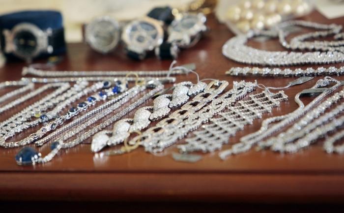 O parte din bijuteriile furate de la casa Harry Winston din Paris în 2008 recuperate de politia franceza in 2009, dupa arestarea şi interogarea a 25 de persoane.