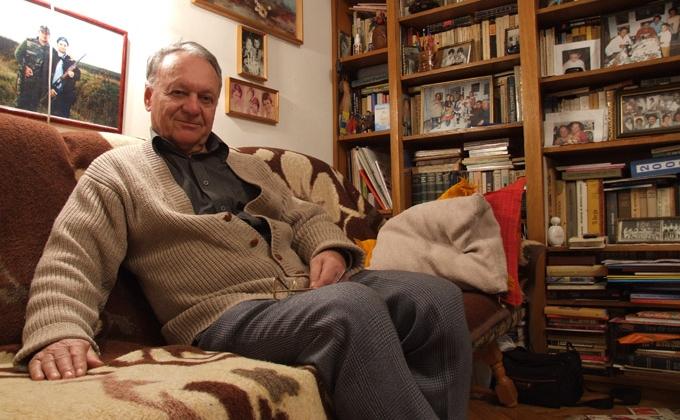 Dl. Prof. Rafael Mirciov in apartamentul sau din Timisoara, 2 februarie, 2011.