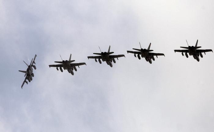 Avioanele militare ale NATO au fost ridicate de două  ori începând de luni pentru a intercepta avioanele militare ruse care au  zburat deasupra Mării Baltice.