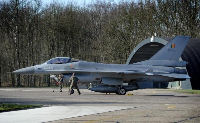 Avion F16.