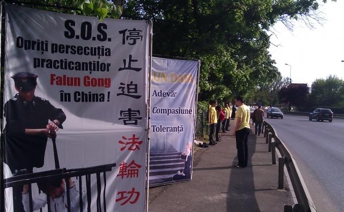 Apel pasnic pentru incetarea persecutiei in China vis-a-vis de Ambasada Chinei din Bucuresti