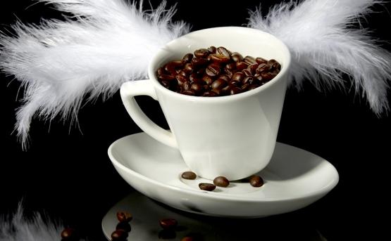 Cana cu cafea boabe.