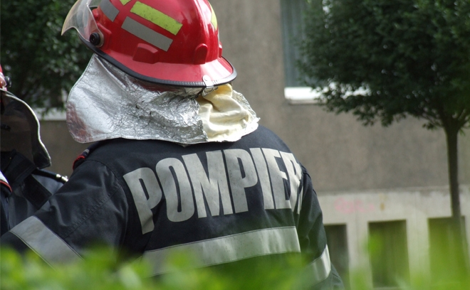 Pompier in timpul misiunii.