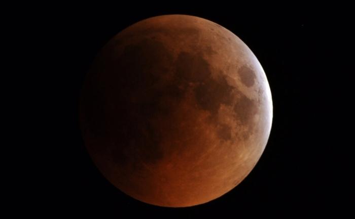 Eclipsa de lună de pe 15 iunie 2011, văzută din Islamabad.