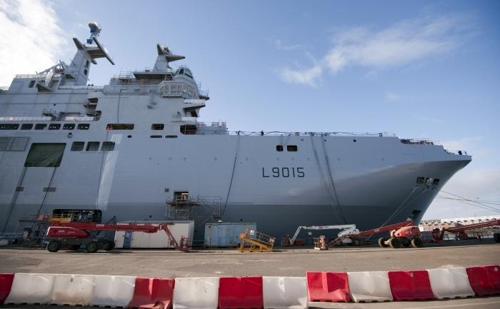 Nava tip Mistral care poate transporta elicoptere, tancuri de asalt sau  poate găzdui un stat major sau un spital, apartinand armatei franceze