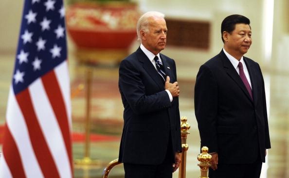 Vicepreşedintele american Joe Biden (st) şi preşedintele chinez Xi Jinping.