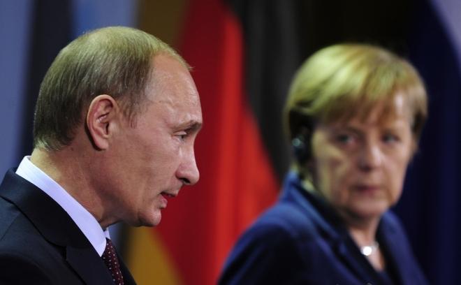 Cancelarul german Angela Merkel şi premierul rus Vladimir Putin.