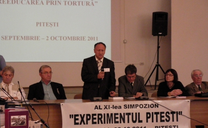 Deschiderea celul de-al XI-lea Simpozion PERT 2011, in sala mare a Primariei Pitesti