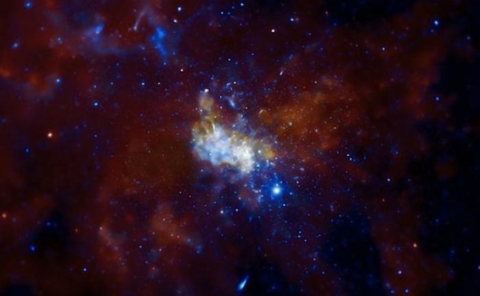 Observatorul de raze X Chandra, al NASA arata gaura neagra de dimensiuni uriase din centrul Caii Lactee, cunoscuta sub numele de Sagittarius A* (sau Sgr A*).