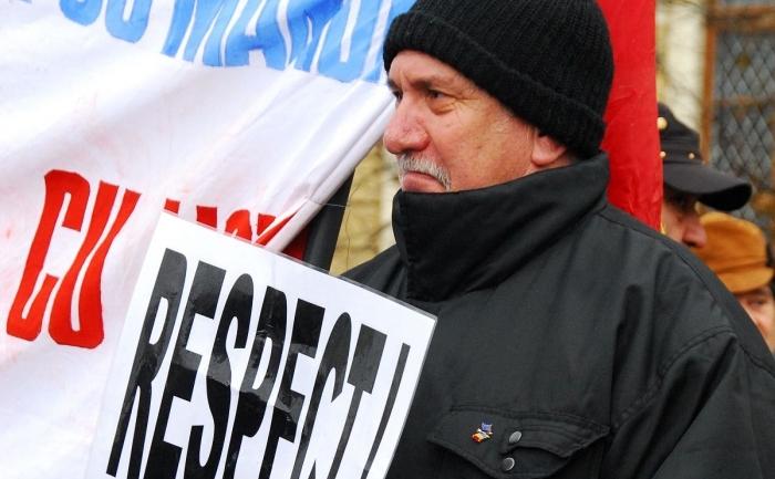 Unul dintre sutele de revoluţionarii care protestau în 20 decembrie 2011 în faţa Guvernului.