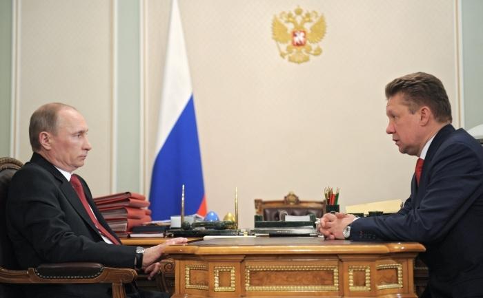 Premierul rus Vladimir Putin şi directorul general al Gazprom, Aleksei Miller discută despre construcţia tronsonului submarin al gazoductului South Stream, 30 dec 2011.