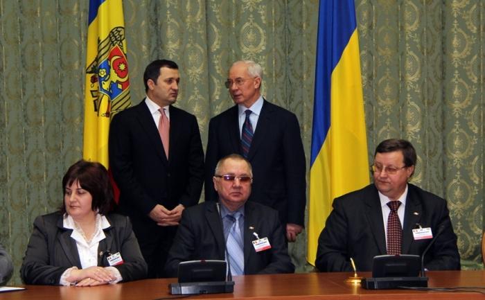 """Acordul privind crearea Euroregiunii """"Nistru"""" a fost semnat joi la Kiev de către reprezentanţii administraţiei regiunii  Viniţa, din partea Ucrainei, şi conducătorii a 6 raioane din Republica  Moldova (Donduşeni, Ocniţa, Rezina, Soroca, Floreşti, Şoldăneşti)."""