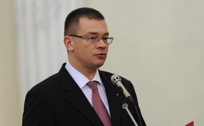 Premierul Mihai-Răzvan Ungureanu.
