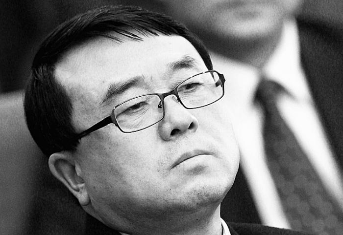 Wang Lijun, fostul şef al biroului de securitate din Chongqing, participa la o reuniune politică în martie 2011. Din luna februarie a acestui an soarta lui politică a fost sigilată. Puţin cunoscuta lui implicare în recoltarea de organe şi în persecuţiile politice din China este acum dezvăluită.