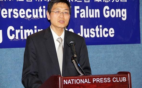 Dr. Tsuwei Huang, Asociaţia Falun Dafa din Washington, DC, cere guvernului SUA pe 13 februarie să facă publice informaţiile despre recoltarea forţată de organe, pe care se pare că le-a primit de la Wang Lijun.