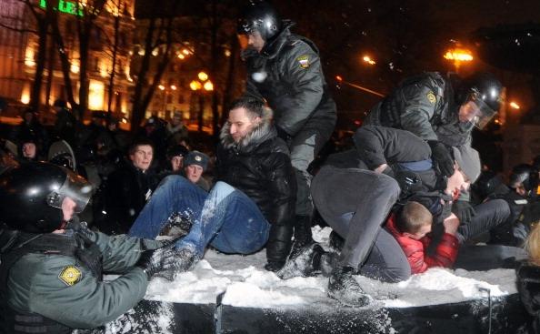 Poliţia din Rusia a arestat 550 de persoane în urma protestelor faţă de victoria lui Vladimir Putin în alegeri.