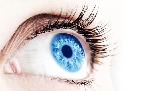 La vârsta de 45 de ani, ochiul uman absoarbe doar 50% din spectrul albastru de lumină necesar pentru ritmul circadian.