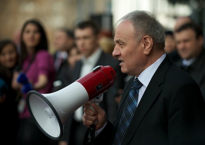 Preşedintele ales al Moldovei, Nicolae Timofti, vorbind mulţimii din Chişinău, 16 martie 2012