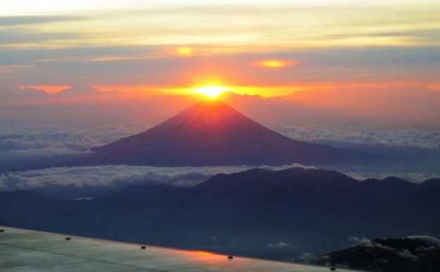 Soarele care răsare pe muntele Fuji, 1 ianuarie 2012