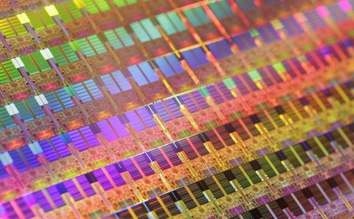 Matrice de siliciu de 300 mm pe care se construiesc microprocesoare