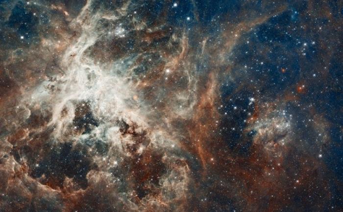 30 Doradus, regiunea cea mai strălucitoare în care se formează stele în vecinătatea Galaxiei noastre