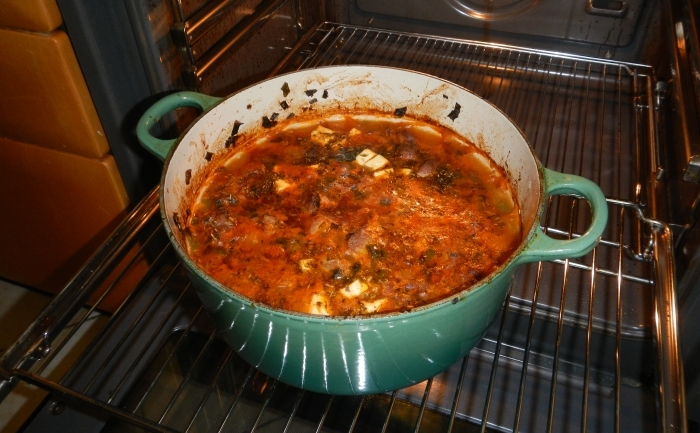 Stufatul fierbinte scos din cuptor