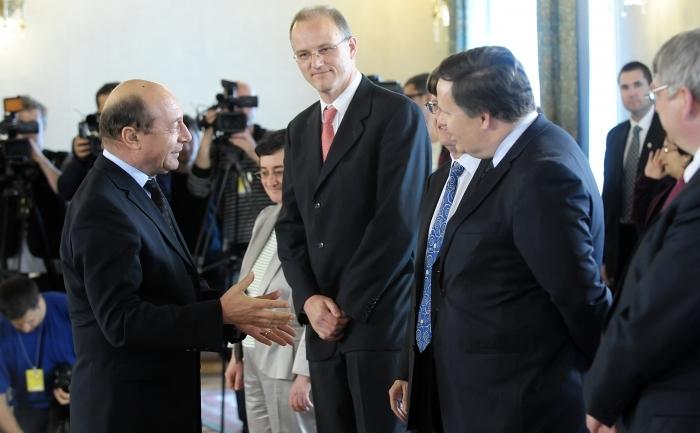 Primirea de către Traian Băsescu la Palatul Cotroceni a delegaţiei comune a Fondului Monetar Internaţional, a Comisiei Europene şi a Băncii Mondiale, 26 apr 2012.