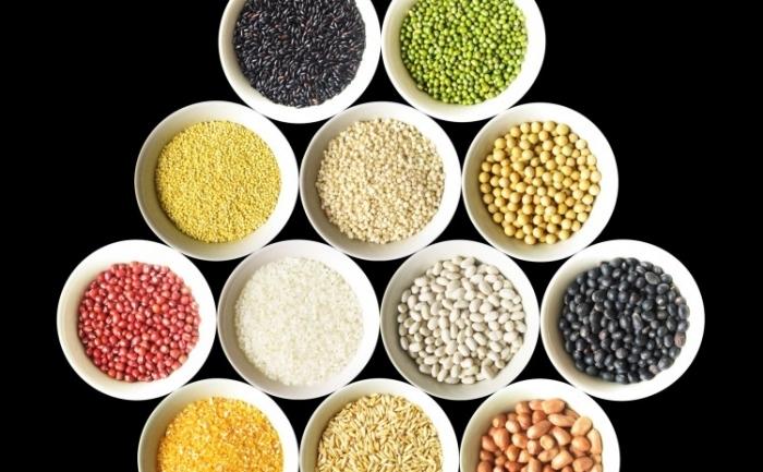"""Chinezii antici subliniau importanţa consumării unei varietăţi de cereale şi legume. De exemplu vorbeau despre includerea celor """"cinci cereale"""" în dietă"""